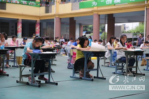 武汉市700名中小学生争当 环保小卫士